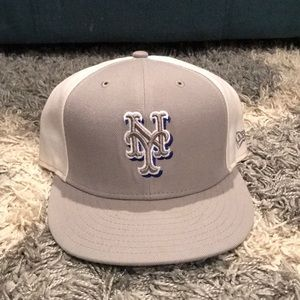 New York Met fitted cap